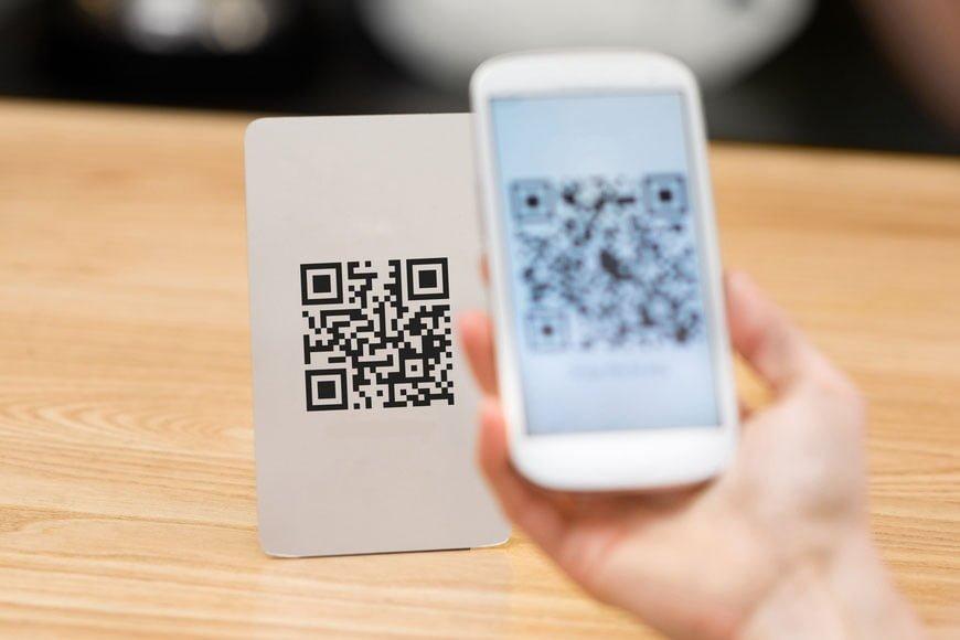 escaneando-codigo-qr-restaurante-movil